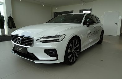 Volvo V60 D3 R-Design Geartronic bei Grünzweig Automobil GmbH in