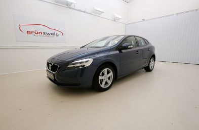 Volvo V40 T2 Kinetic Geartronic bei Grünzweig Automobil GmbH in